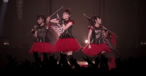babymetal-y-el-video-de-road-of-resistance-live.jpg
